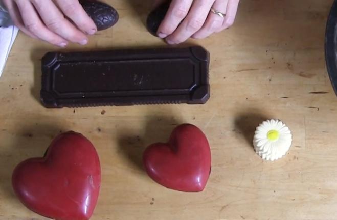 La Décoration de double cœur rouge©ChocoClic.com