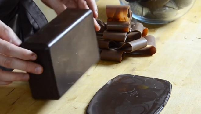 La fabrication d'un coffret magique en chocolat©ChocoClic.com
