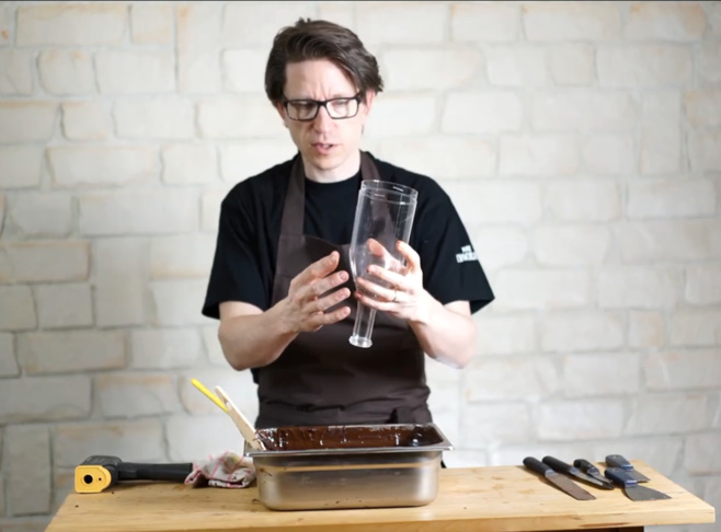 Comment fabriquer des bouteilles en chocolat©ChocoClic.com