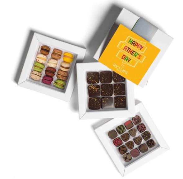 Mon père est mon héros Boîte de 25 chocolats fourrés 12 mini macarons français