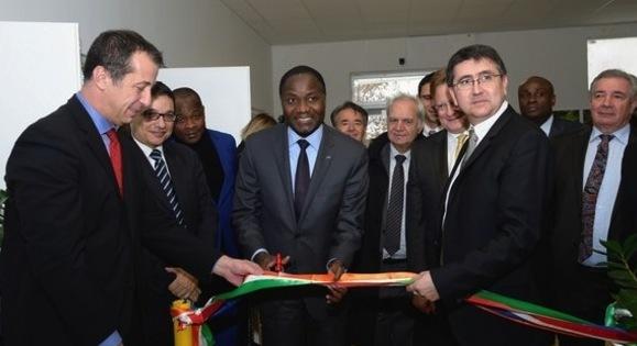 © Mamadou Sangafowa Coulibaly (au centre) et Patrick Poirrier (à droite) PDG CEMOI