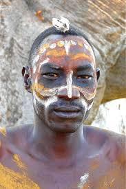 Homme Nubien avec Body Painting