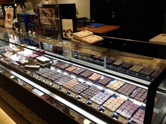 © Vitrine des Chocolats de la boutique à Tokyo