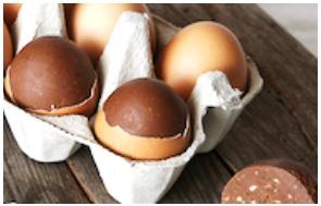 Un véritable œuf de poule rempli de praliné