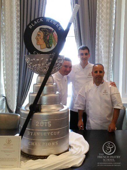 La Stanley Cup en chocolat et ses créateurs@ photo The French Pastry School