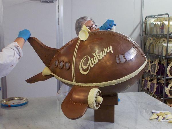 La fabrication de l'avion en Chocolat de Cadbury© Cadbury World