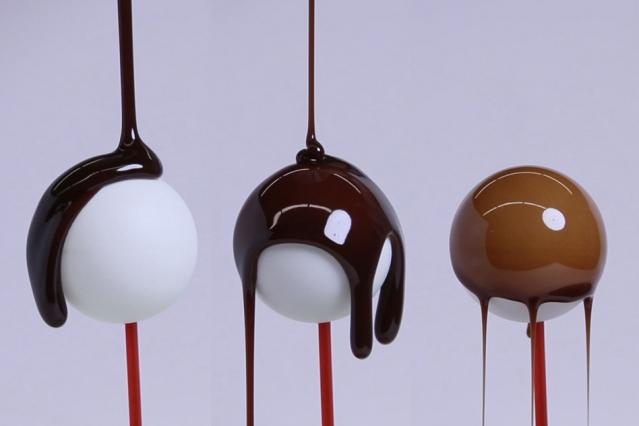 Chocolat recouvrant des boules©Melanie Gonick-MIT News