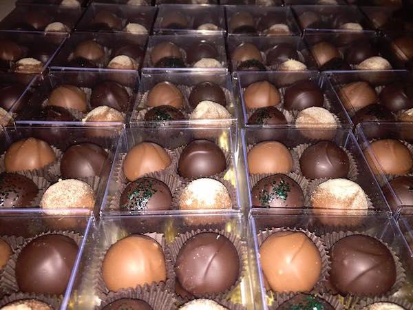 Truffes-Huckleberries Chocolatiers©Denise Regaudie and Marcia Paquette ©