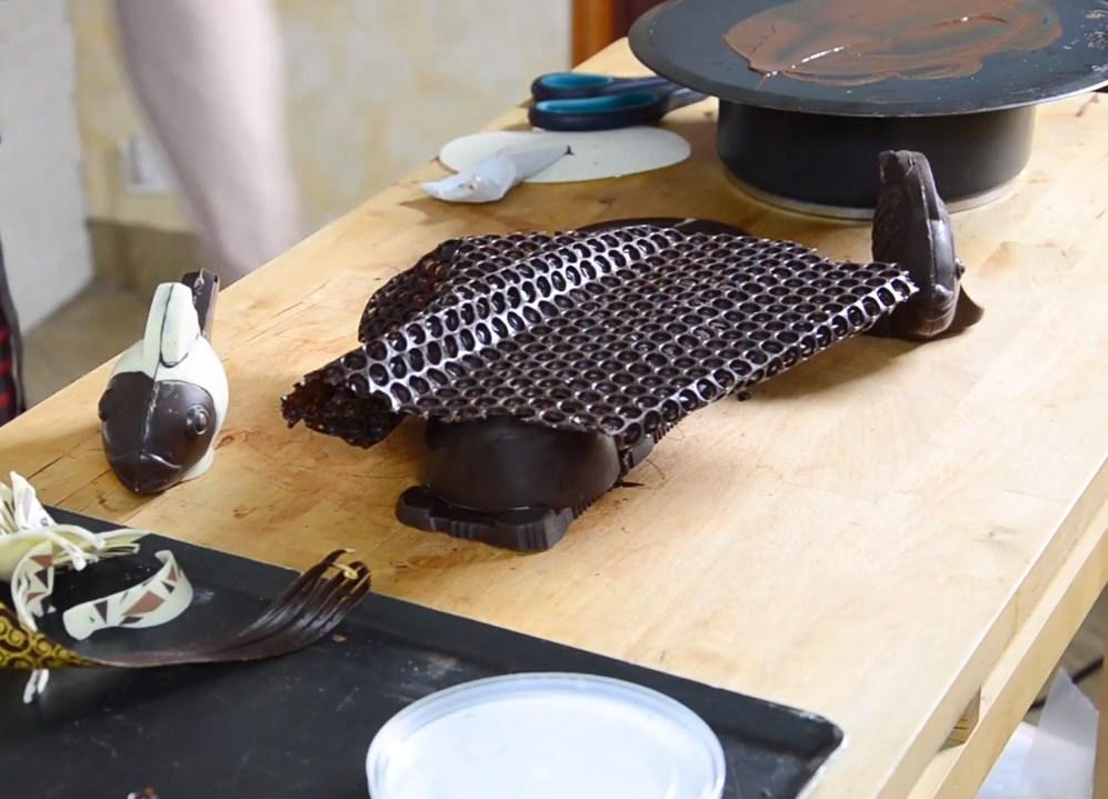 Le montage de poissons en chocolat pour un décor de fou©ChocoClic.com