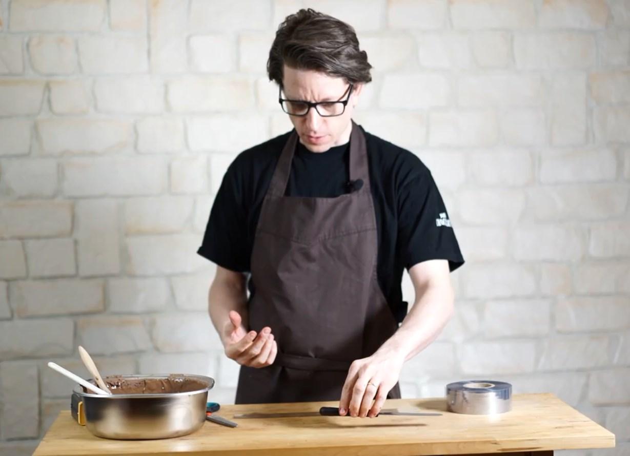 Apprendre à faire un joli ruban en chocolat NOIR©ChocoClic.com