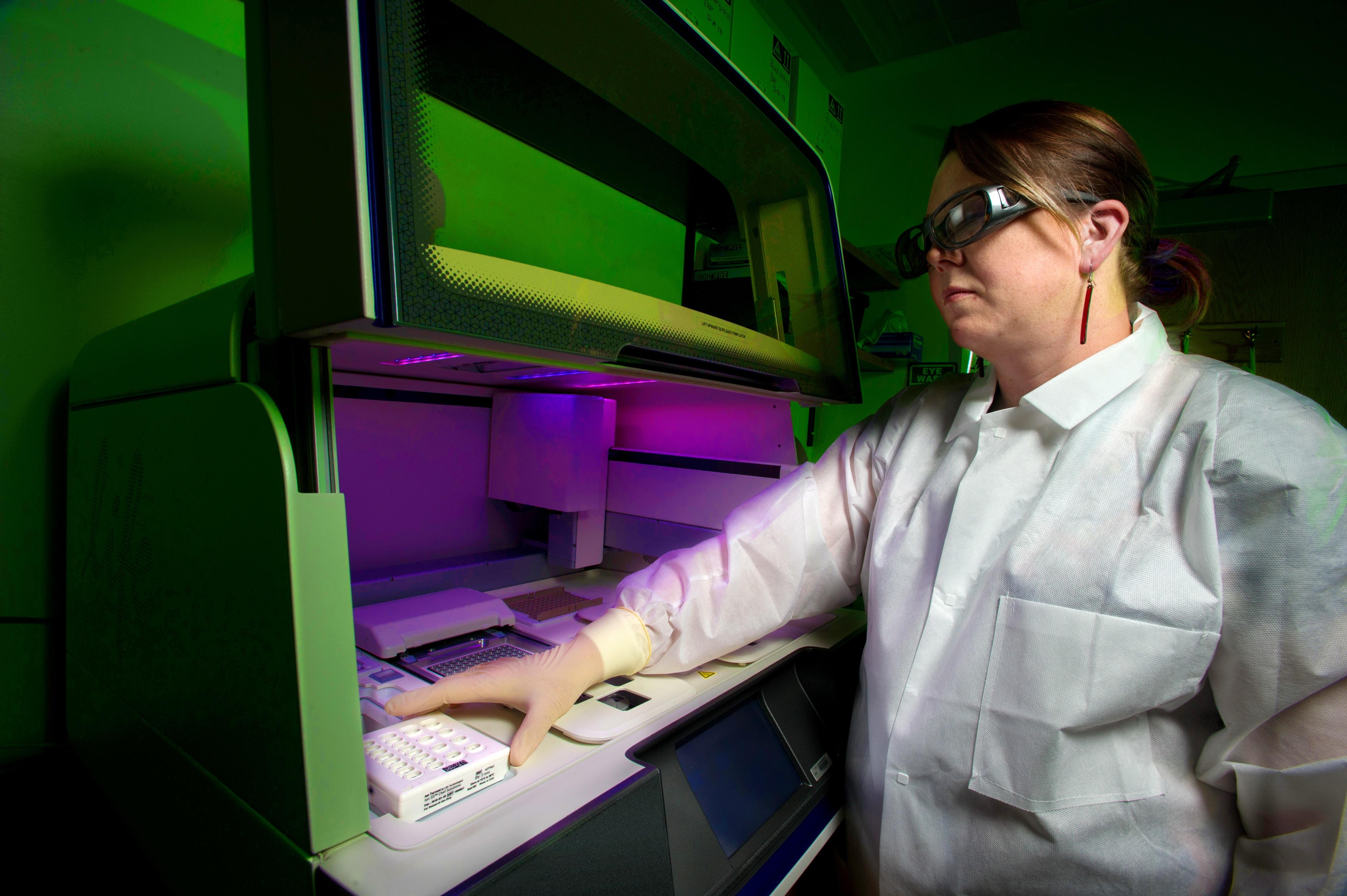 une scientifique en action