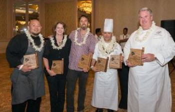 Photo by Shortini Photography - Les gagnants du concours Big Island Chocolate Festival- Hilton Waikoloa Village Chef Dayne Tanabe, Gini Choobua of Likao Kula Farm, Nat Bletter of Madre Chocolate, Fairmont Orchid