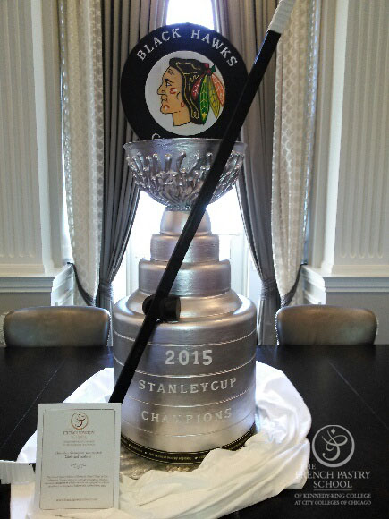 La Stanley Cup en chocolat@ photo The French Pastry School