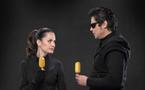 Benicio del Toro se glisse dans la peau d'un braqueur pour le lancement mondial de Magnum Gold