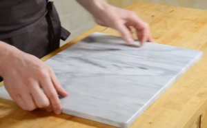 Ustensile : la plaque de marbre pour pâtisserie