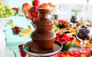 Misez sur une cascade de chocolat pour un buffet grandiose