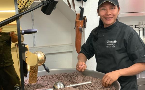 Un indigène Arhuacos en stage à la chocolaterie Hasnaâ