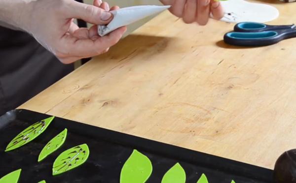 La technique de feuilles mortes avec rainures
