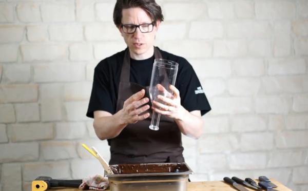 Comment fabriquer des bouteilles en chocolat ?