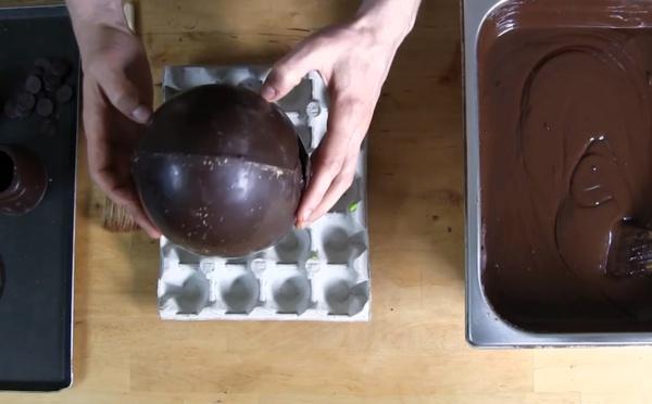 Le montage d'un œuf cassé SANS CASQUE