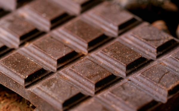 Le chocolat noir à haute teneur en cacao contient des nutriments importants pour la santé