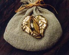 Broche cabosse en or fin n2
