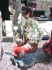 Structure en chocolat blanc et bleu avec sa chaussure et ses fleurs