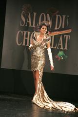 Karine Ferri au défilé du salon du chocolat